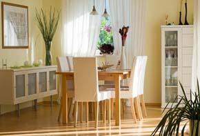 esszimmergestaltung esszimmer freundlich und hell gestalten. Black Bedroom Furniture Sets. Home Design Ideas